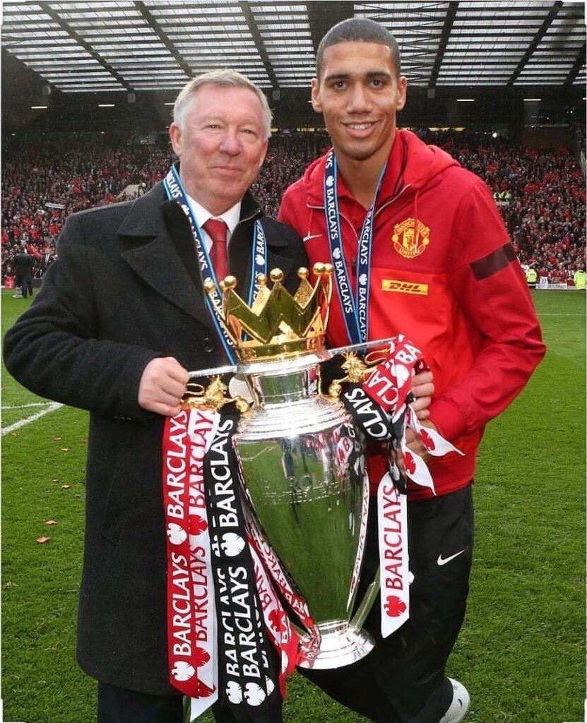 Alex Ferguson as Manchester United coach, lifting the Premier League title. Photo Credits : Alex Ferguson(@alex.ferguson.official) Instagram